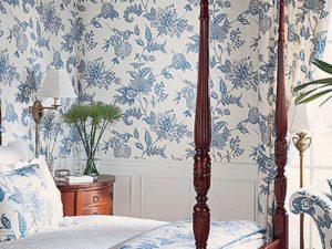 Wallpaper & Custom Bedding in the bedroom